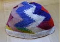 Mütze im Zick-Zack-Muster